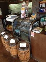 レジ横にコーヒー豆.jpeg