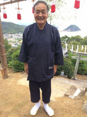 古谷会長と特製作務衣.jpg