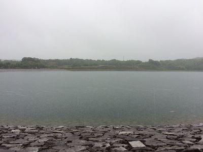 雨の宝山湖.jpg